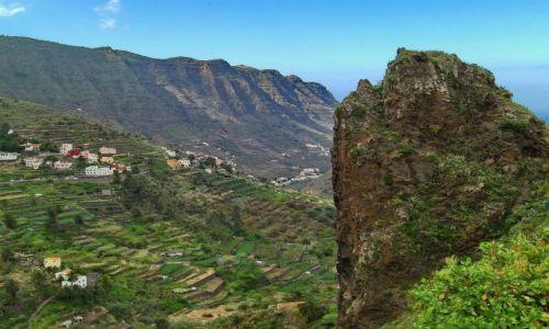 Zdjęcie HISZPANIA / La Gomera / Hermigua / Wystająca skała z widokiem na przełęcz