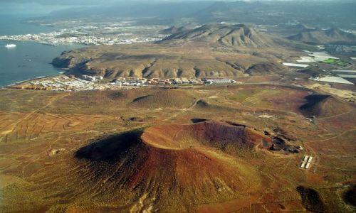 Zdjecie HISZPANIA / Teneryfa / Los Cristianos / Stożki wulkaniczne oraz Los Cristianos