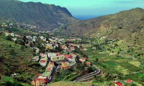 Zdjęcie HISZPANIA / La Gomera / Hermigua / Hermigua - miejscowość w przełęczy nad oceanem