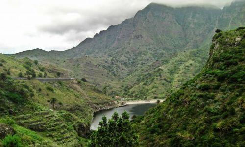 Zdjęcie HISZPANIA / La Gomera / Hermigua / Zielone szczyty w chmurach