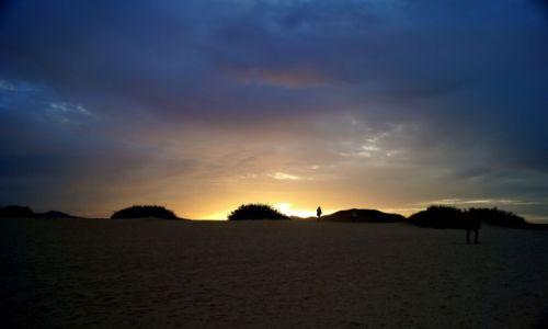 Zdjęcie HISZPANIA / Kanary / Fuerteventura / zachod slonca na wydmach