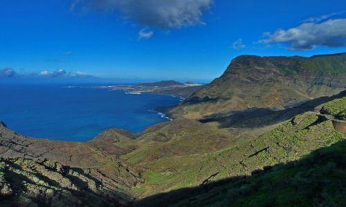 Zdjęcie HISZPANIA / Gran Canaria / Gran Canaria / Zatoka wsród zboczy