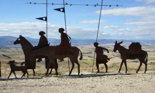 Zdjęcie HISZPANIA / Nawarra  / Alto del Perdón, 735 m.n.p.m / Góry Przebaczenia z rzeźbą blaszanych pielgrzymów