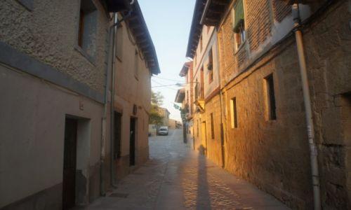 Zdjęcie HISZPANIA / Castilla y Leon / Castrojeriz / W porannym słońcu