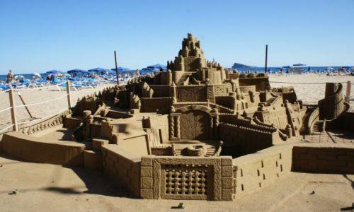 HISZPANIA / Alicante / Plaża w Benidorm / Zamek z piasku
