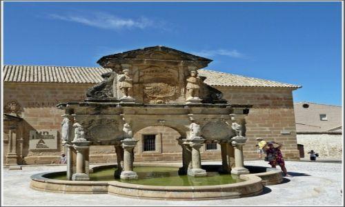 Zdjecie HISZPANIA / Andaluzja / Baeza / Baeza, źródło Santa Maria