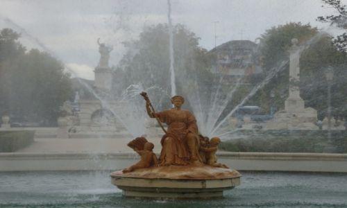 Zdjęcie HISZPANIA / Madryt / Aranjuez / Fontanna w parku miejskim