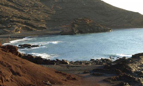 Zdjecie HISZPANIA / Lanzarote / atrakcje wyspy / zejście na Papuzie plaże