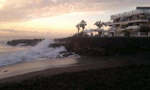 Zdjecie HISZPANIA / Teneryfa / Puerto de Santiago / piękna czarna plaża