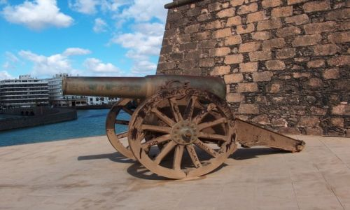 Zdjęcie HISZPANIA / Fuertaventura / Fuertaventura / Dawniej z takich strzelano