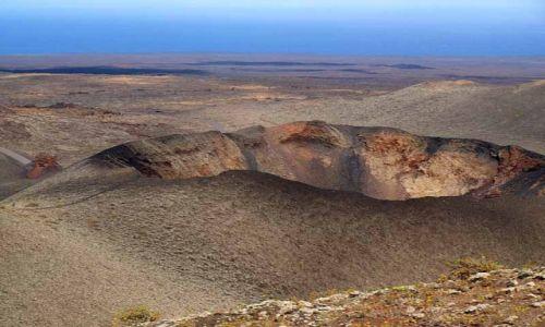 Zdjecie HISZPANIA / Wyspy Kanaryjskie / Lanzarote / krater wulkanu
