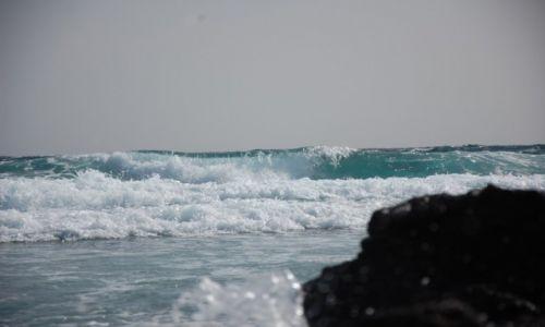 Zdjecie HISZPANIA / Wyspy Kanaryjskie / Przylądek Punta de Jandia, Fuerteventura / Wysoka fala