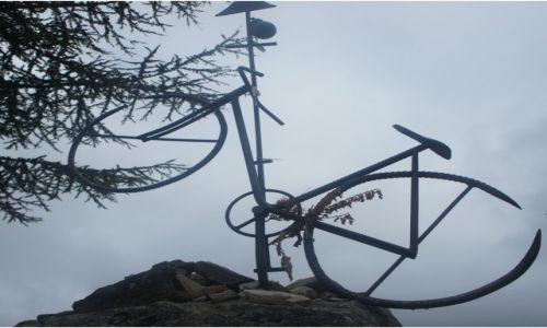 HISZPANIA / Leon / El Acebo,  Camino Francés / Pamięci niemieckiego rowerzysty Heinricha Krause
