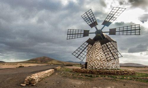 Zdjęcie HISZPANIA / Fuerteventura / Fuerteventura / wiatrak na Fuercie