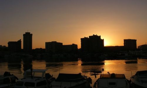 Zdjecie HISZPANIA / Andaluzja-Costa del Sol / Fuengirola / Widok na hotele z portu