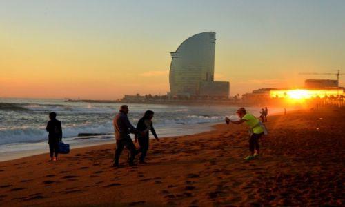 Zdjęcie HISZPANIA / Hiszpania / Barcelona / Poranek na plaży