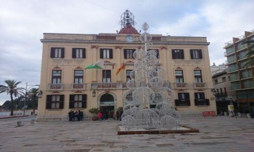 Zdjecie HISZPANIA / Katalonia / Lloret de Mar / Lloret de Mar- choinka przed ratuszem :-)