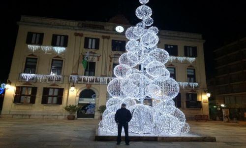 Zdjecie HISZPANIA / Katalonia / Lloret de Mar / Lloret de Mar- choinka przed ratuszem- w nocy :-)