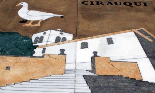 Zdjęcie HISZPANIA / La Rioja / Navarreta / Fragment niezwykłej gry planszowej, przed katedrą
