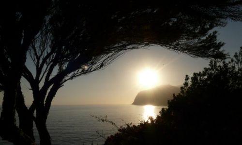 HISZPANIA / Madera / Funchal / Inna barwa zachodzącego słońca