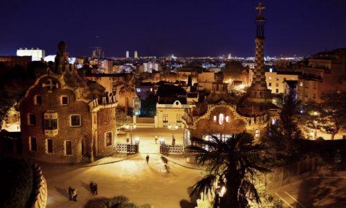 HISZPANIA / Katalonia / Barcelona / Nocny G�ell