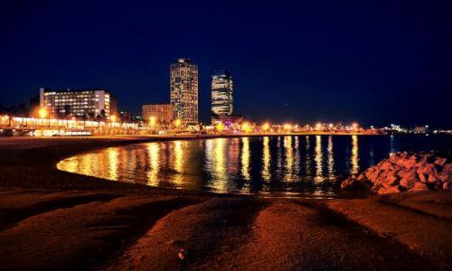 HISZPANIA / Katalonia / Barcelona / Barcelona noc�