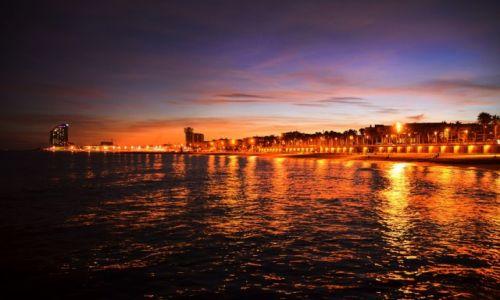 Zdjecie HISZPANIA / Katalonia / Barcelona / Barcelona nocą