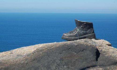 HISZPANIA / Galicia / Cabo Fisterra / pomnik buta