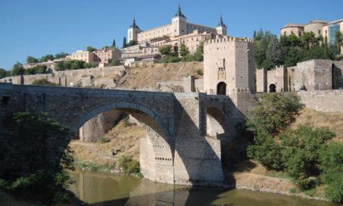Zdjęcie HISZPANIA / Kastylia-La Mancha / Toledo / przez most do miasta