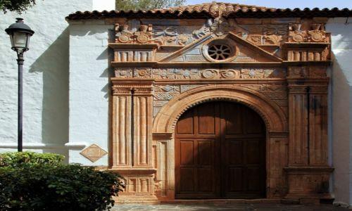 Zdjęcie HISZPANIA / Fuerteventura/Wyspy Kanaryjskie / Pájara / Aztecki portal kościóła Iglesia de Virgen de la Regla, XVII w.