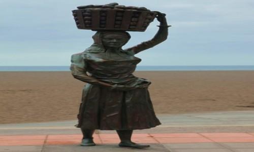 Zdjecie HISZPANIA / Fuerteventura/Wyspy Kanaryjskie / Bulwar w Gran Tarajal / Pomnik kobiety z koszem