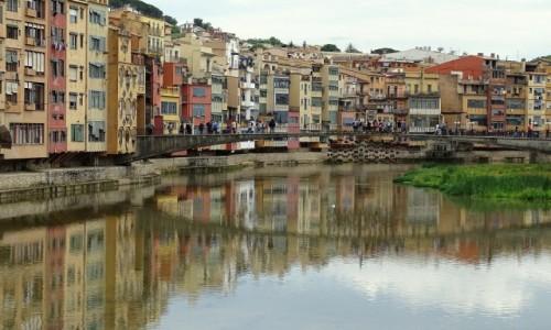 Zdjęcie HISZPANIA / Katalonia / Nabrzeże rzeki Onyar / Kolorowa Girona