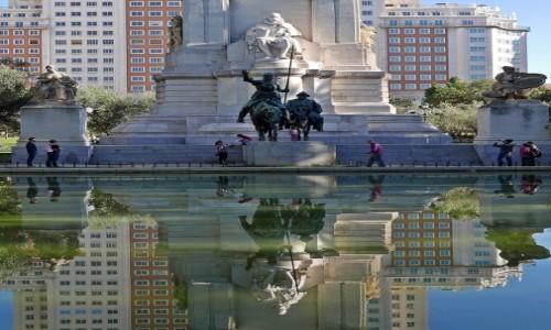 HISZPANIA / Madryt / Plaza de Espana / Pomnik Miguela Cervantesa