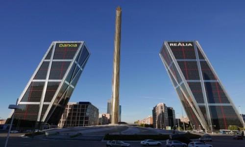 HISZPANIA / Madryt / Plaza de Castilla / Puerta de Europa i Caja Madrid
