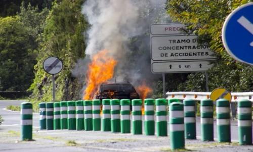 Zdjecie HISZPANIA / Wyspy Kanaryjskie / La Palma / pożar samochodu