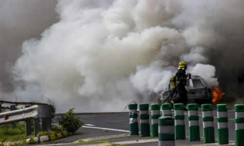 HISZPANIA / Wyspy Kanaryjskie / La Palma / pożar samochodu