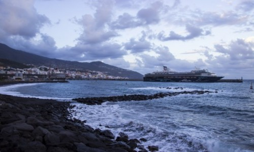 HISZPANIA / La Palma / Santa Cruz de La Palma / port w Santa Cruze de La Palma