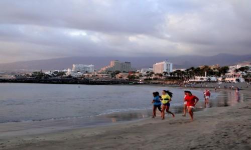 HISZPANIA / Wyspy Kanaryjskie, Teneryfa / Playa de las Americas / Wieczór na plaży.