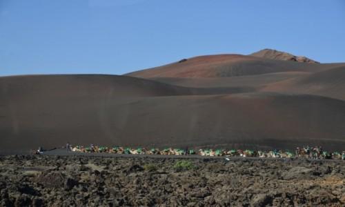 Zdjecie HISZPANIA / Park Timanfaya / Lanzarote / Karawana na wulkanie