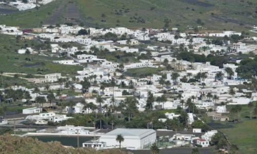 Zdjecie HISZPANIA / xxx / Lanzarote / Białe domki