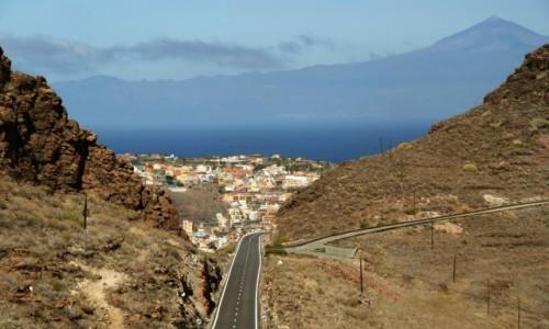 Zdjęcie HISZPANIA / Wyspy kanaryjskie / Gomera / w tle San Sebastián de La Gomera i Teide