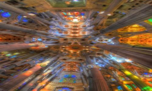 HISZPANIA / Catalonia / Barcelona, Sagrada Familia / Światło