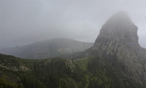 Zdjecie HISZPANIA / Wyspy Kanaryjskie - La Gomera / okolice wioski Benchijigua / Roque Agando /we mgle/