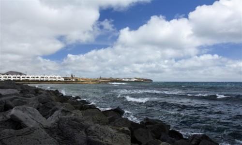HISZPANIA / Wyspy Kanaryjskie - Lanzarote / Costa Teguise / wietrzna pogoda w Costa Teguise