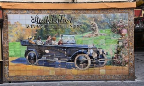 Zdjęcie HISZPANIA / Andaluzja / Sewilla / Reklama z kafli ostatniego modelu Studebakera 1924