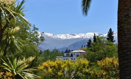 HISZPANIA / Andaluzja / Grenada / Widok z Alhambry na Sierra Nevada