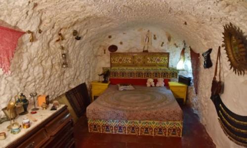 Zdjęcie HISZPANIA / Andaluzja / Grenada, Sacromonte / Sypialnia w grocie