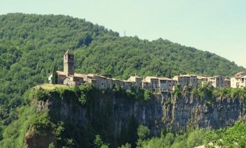 Zdjecie HISZPANIA / Katalonia / Castellfollit de la Roca / Na bazaltowej skale