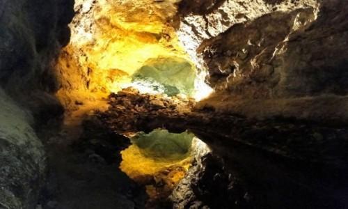 HISZPANIA / Wyspy Kanaryjskie / Lanzarote / W tunelu lawowym Cueva de los Verdes.