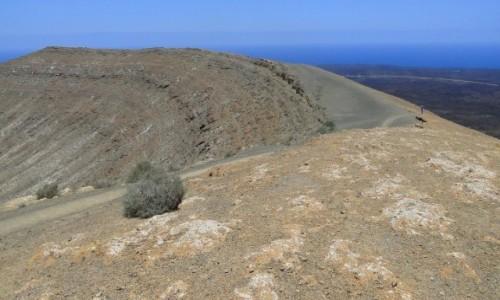 HISZPANIA / Wyspy Kanaryjskie / Lanzarote / Na krawędzi krateru Caldera Blanca.